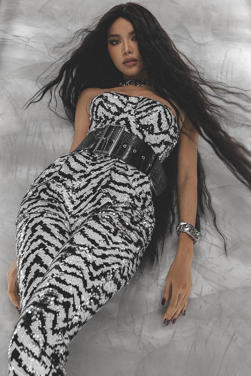 Siêu mẫu Minh Tú hóa búp bê Barbie