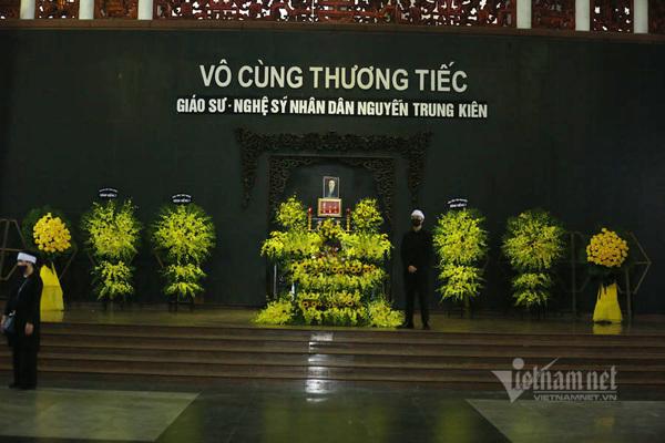 Thanh Lam, Trọng Tấn và các nghệ sĩ đến viếng NSND Trung Kiên
