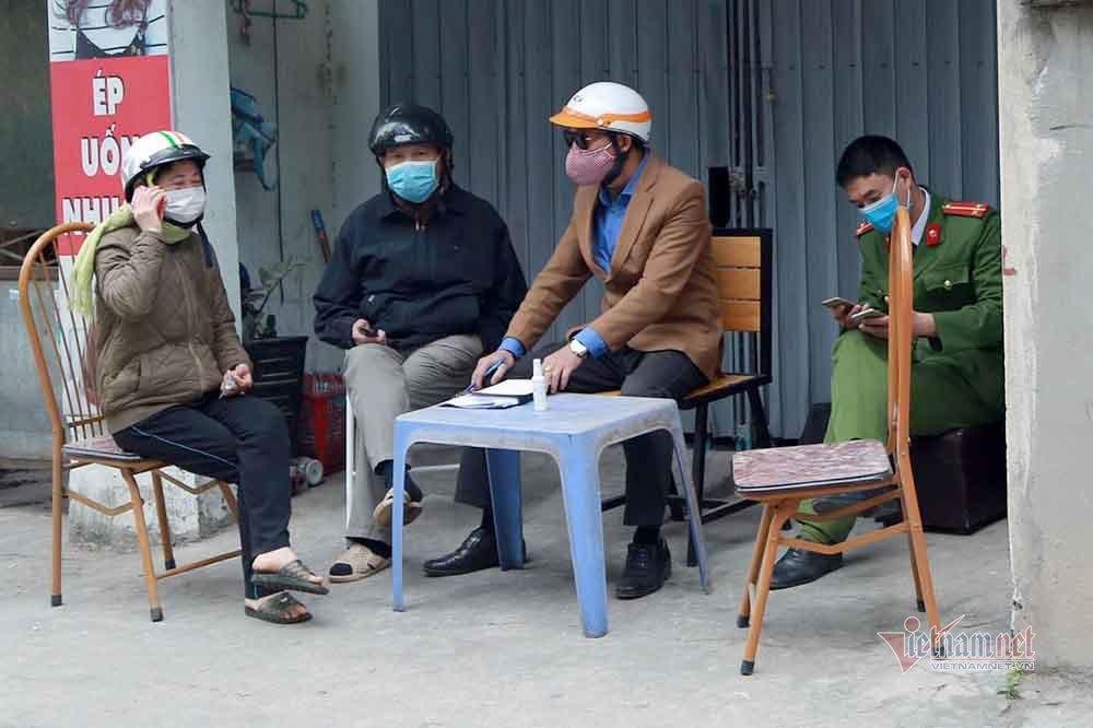 Hà Nội dựng barie cách ly nhà bệnh nhân Covid-19 ở Nam Từ Liêm