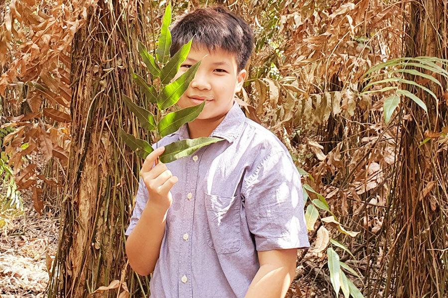 Con trai nhà văn Nguyễn Ngọc Tư viết sách trong lúc Covid-19