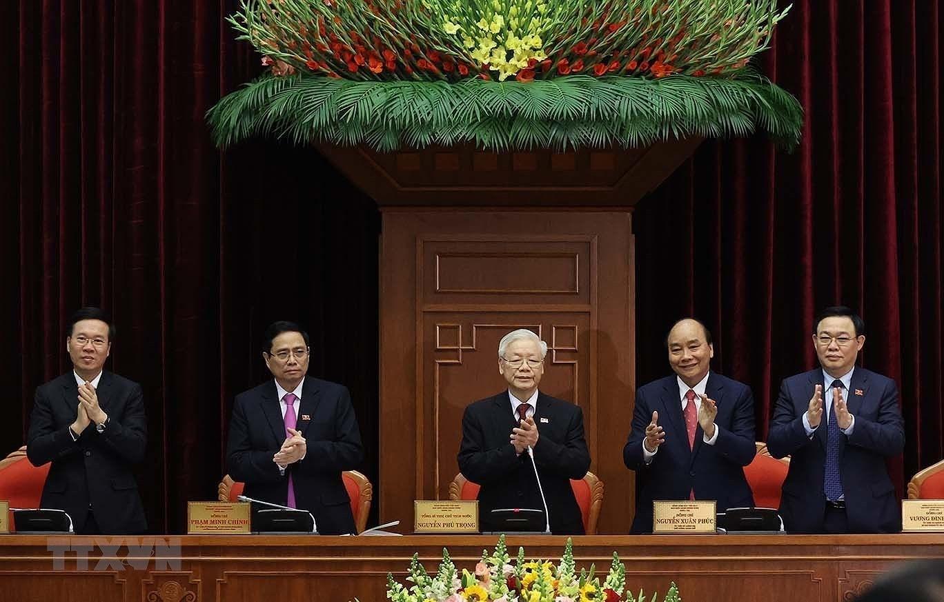 18 ủy viên Bộ Chính trị vừa đắc cử khóa XIII