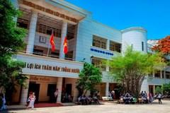 Phụ huynh bay cùng bệnh nhân, hơn 90 học sinh Sài Gòn phải nghỉ học