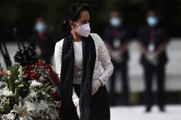 Bà Aung San Suu Kyi và nhiều quan chức Myanmar bị bắt
