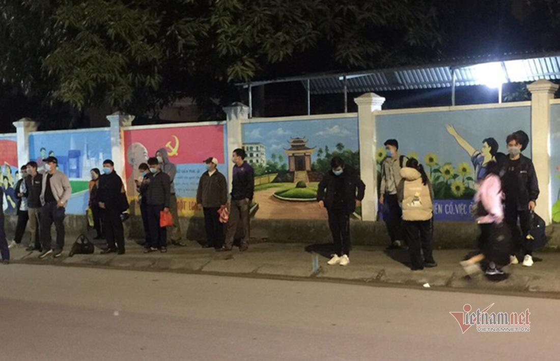Nghệ An lấy mẫu, cách ly 24 sinh viên từ Hà Nội về quê
