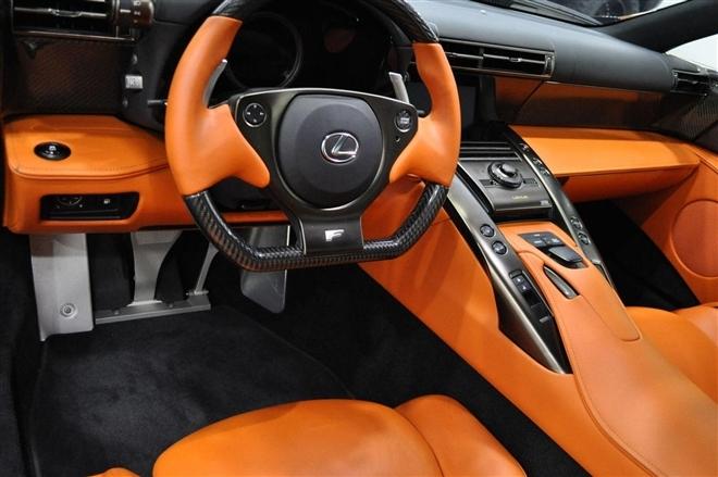 Cận cảnh Lexus LFA  màu nâu ngọc trai siêu hiếm