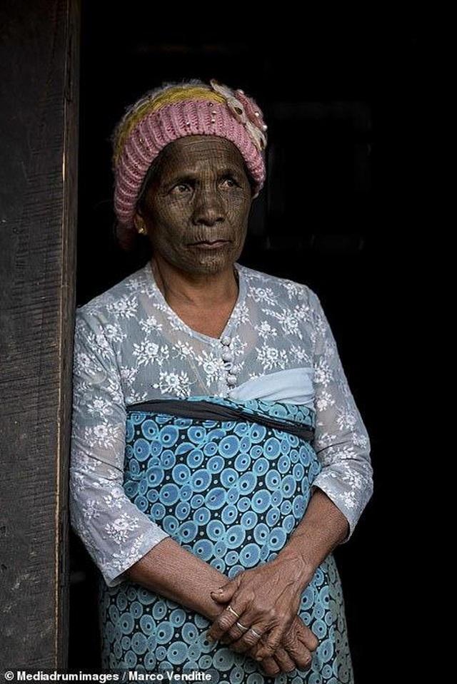 Nơi phụ nữ phải xăm kín mặt để tránh bị bắt... về làm vợ