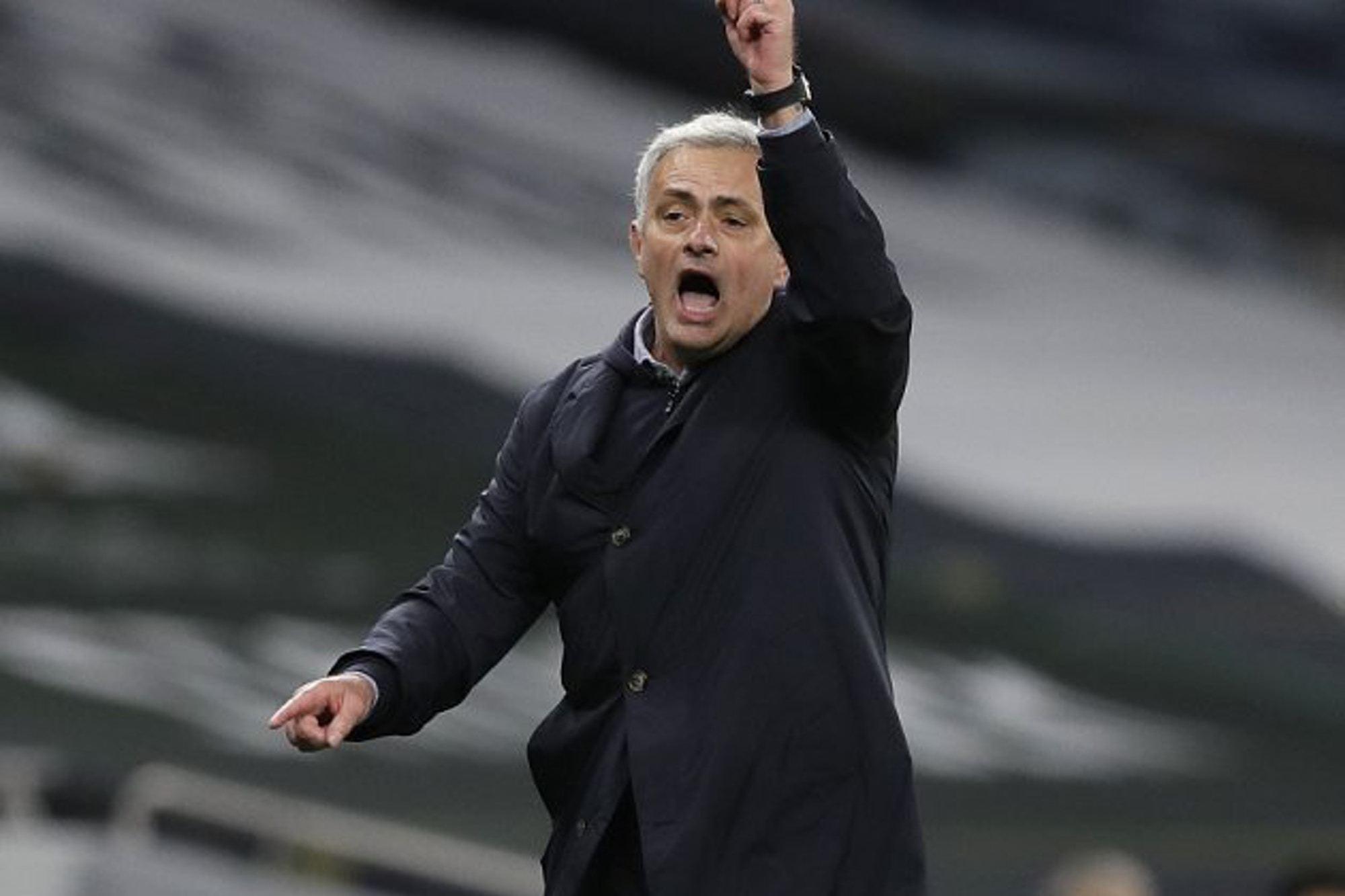 Tottenham kém Man City 11 điểm, Mourinho không chấp nhận sự thật