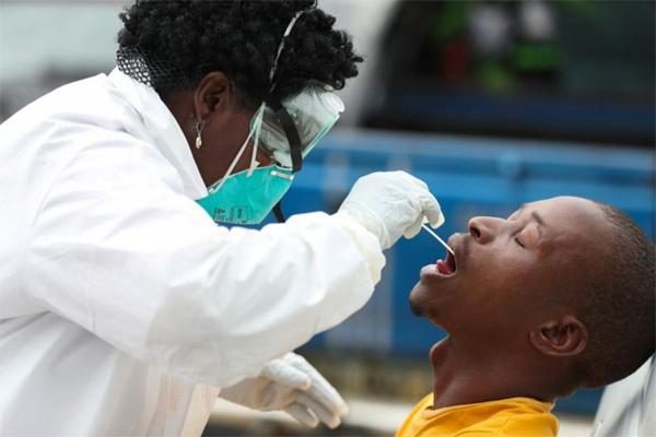 Mức độ nguy hiểm của chủng virus xuất hiện ở 2 chuyên gia Nam Phi tới Việt Nam
