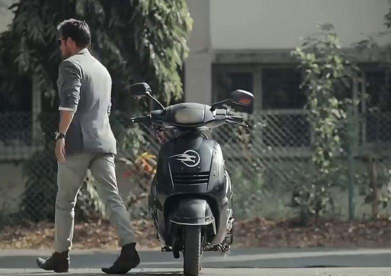 Xe máy không cần lái ở Hà Nội: Hiểu ông chủ muốn đi tự đi, nghĩ dừng tự dừng