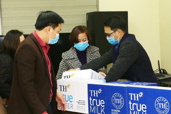 200.000 ly sữa và nước trái cây TH tiếp sức Hải Dương, Quảng Ninh chống dịch