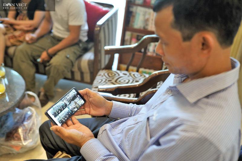 Ngồi Hà Nội cho gà ăn tận Đắk Lắk, ông nông dân mặc comple thu triệu USD