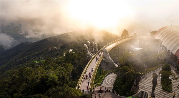 Bà Nà Hills - sức hút của 'Điểm du lịch biểu tượng hàng đầu thế giới'