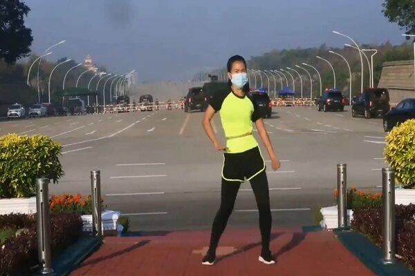 Xem nữ giảng viên Myanmar hướng dẫn tập thể dục giữa chính biến