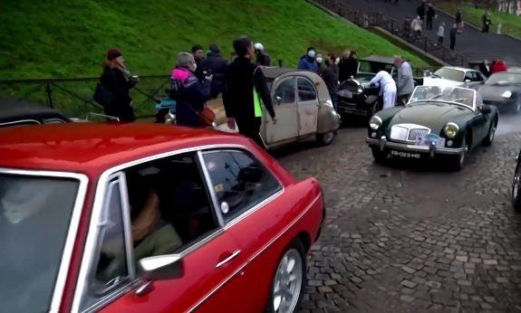 Hàng trăm chiếc xe cổ hội tụ tại Paris, Pháp