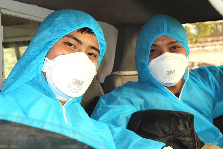 Những 'chiến binh' áo trắng trước giờ lên đường vào tâm dịch Chí Linh