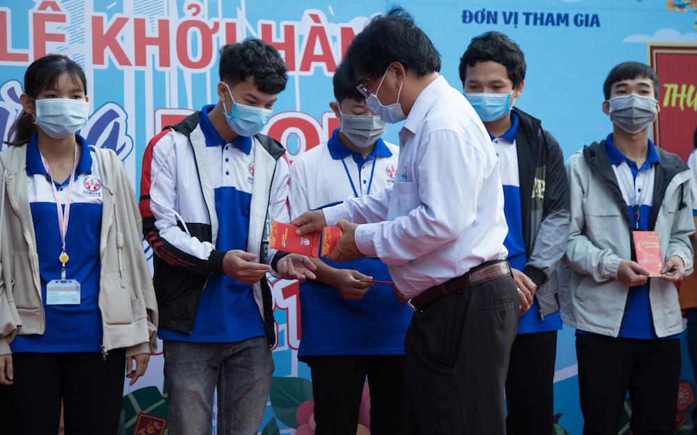 Sinh viên ở Sài Gòn ùn ùn đổ về quê ăn Tết
