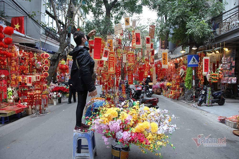 8 ngày nữa đến Tết, chợ hoa phố cổ Hà Nội vắng chưa từng có