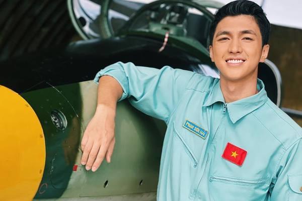 Thanh Sơn trở lại màn ảnh phim Tết với vai phi công điển trai