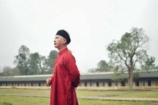 NTK Văn Thành Công gợi ý kiểu áo dài nam đón Tết