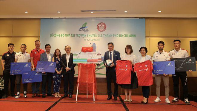 Lee Nguyễn và CLB TPHCM nhận tài trợ khủng