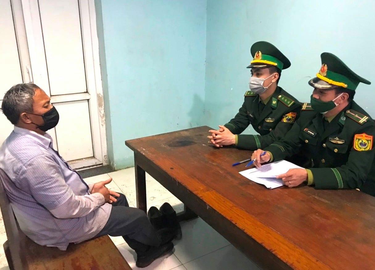 Bắt 2 đối tượng vượt biên từ Lào về Việt Nam trốn cách ly