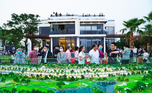 Ấn tượng biệt thự trong sân PGA Golf kề bên bến du thuyền