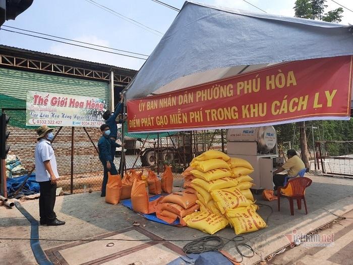 'ATM gạo' tái xuất, dân vùng cách ly ở Bình Dương không lo đói