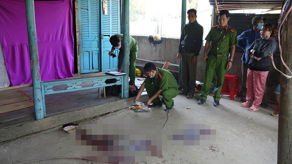 Bắt gã đàn ông chém chết người phụ nữ rồi cố thủ trong nhà