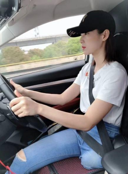 Cô gái một chân truyền cảm hứng cho 85 triệu người khuyết tật ở Trung Quốc