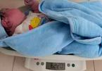 Bé trai sơ sinh nặng hơn 6 kg chào đời ở Quảng Trị