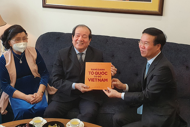 Ông Võ Văn Thưởng thăm, chúc Tết các văn nghệ sĩ tại Hà Nội
