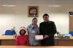 Trao hơn 36 triệu đồng đến bé Lê Thị Ánh bị ung thư phần mềm