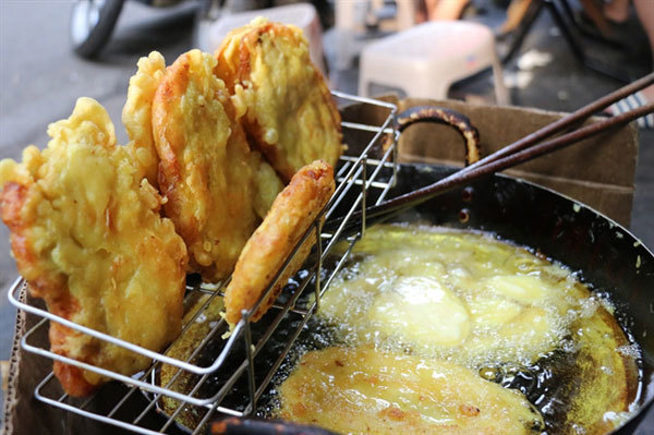 Fried banana pancakes a perfect winter warmer in Hanoi