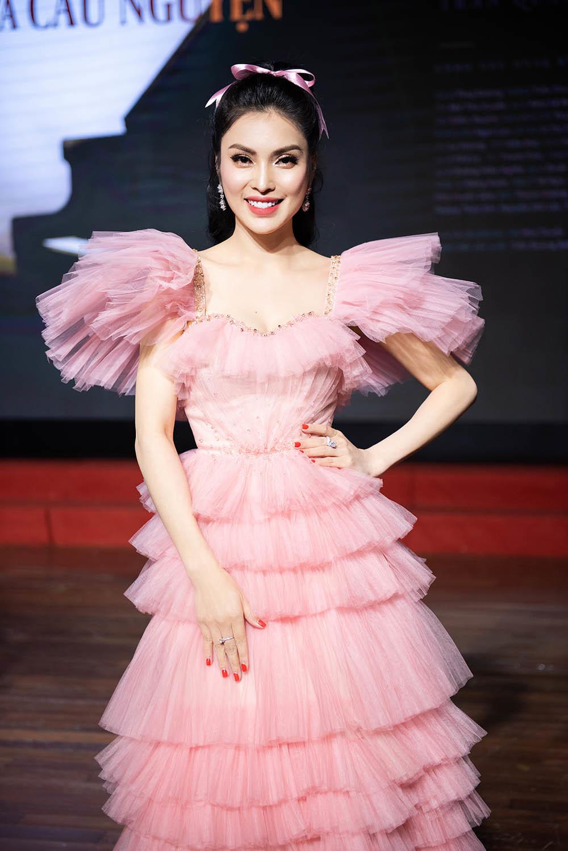 Kim Huyền Sâm ra mắt 4 MV tri ân khán giả đầu năm mới