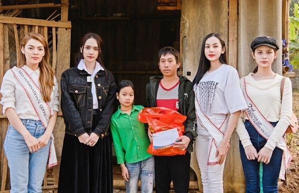 Ấm lòng việc làm ý nghĩa của Mỹ Tâm, Hương Giang ngày giáp Tết