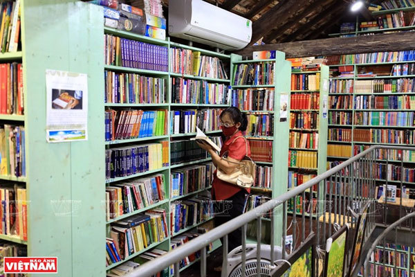 Dinh Le Street,bookstore,Hanoi