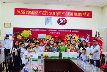 Yến Sào Thiên Việt 'chở yêu thương' đến những hoàn cảnh khó khăn