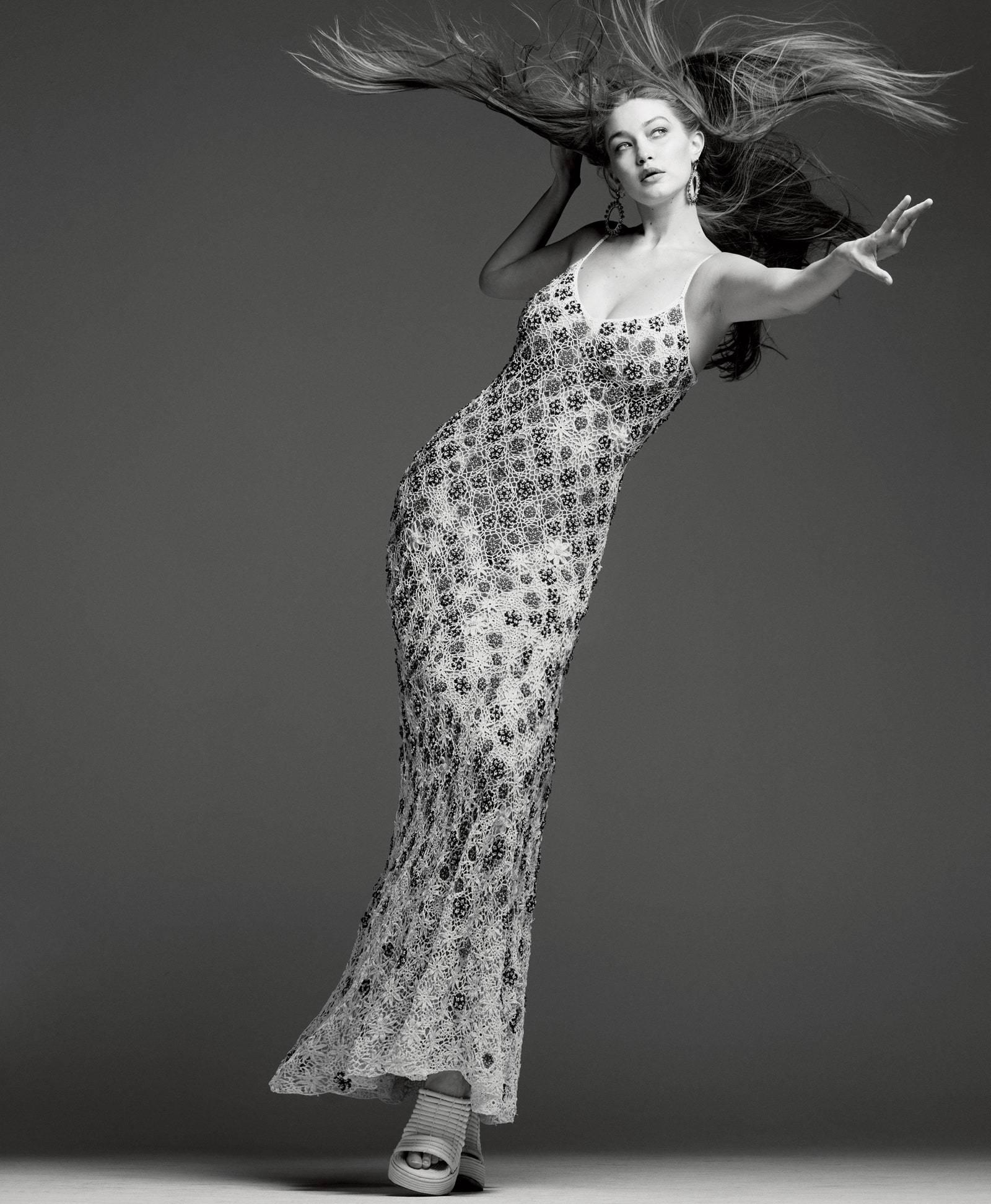 Siêu mẫu Gigi Hadid kể 14 giờ chuyển dạ sinh con đầu lòng tại nhà