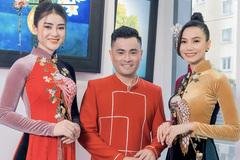 Hai 'nàng thơ' của NTK Nhật Dũng diện áo dài đón Tết