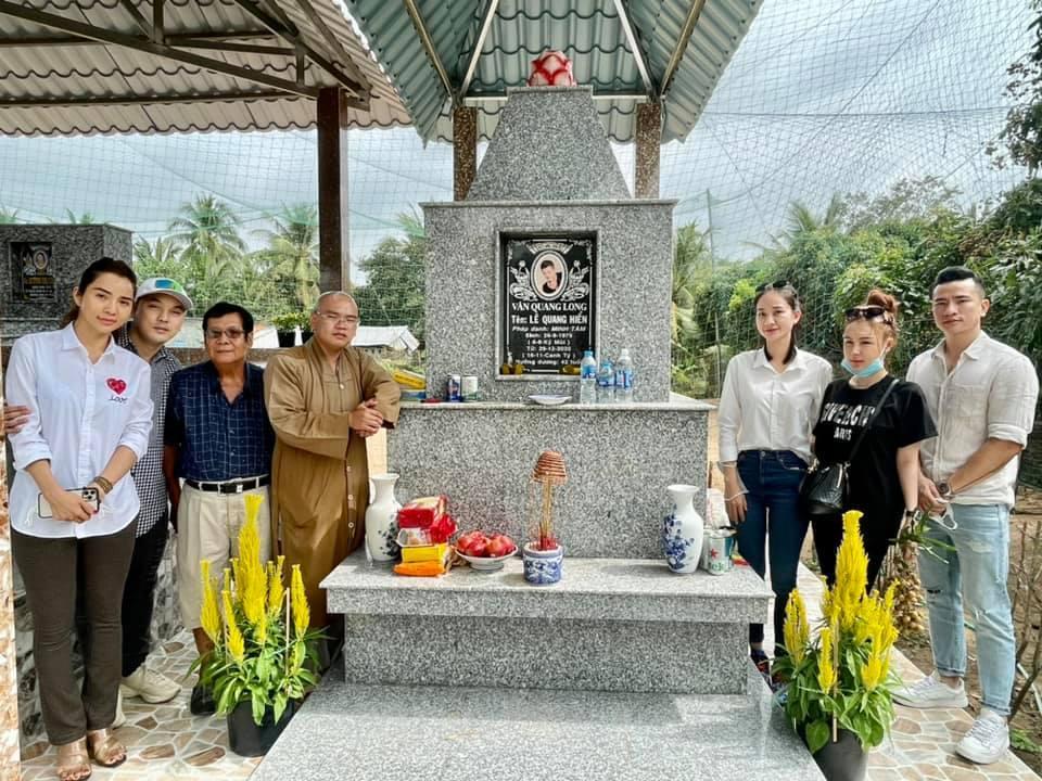 Ưng Hoàng Phúc, Kim Cương viếng mộ Vân Quang Long ngày giáp Tết