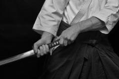 Màn đấu kiếm, múa dao giữa hai thanh niên ở Hà Nội