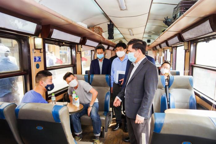 Bộ trưởng GTVT: Nhà ga, bến xe cần đầu tư máy đo thân nhiệt tự động