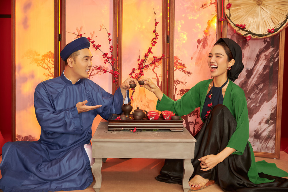 Vợ chồng Ưng Hoàng Phúc - Kim Cương đẹp như tranh trong bộ ảnh Tết cổ truyền