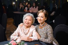 NSND Lê Khanh và mẹ tham gia chương trình giao thừa đặc biệt