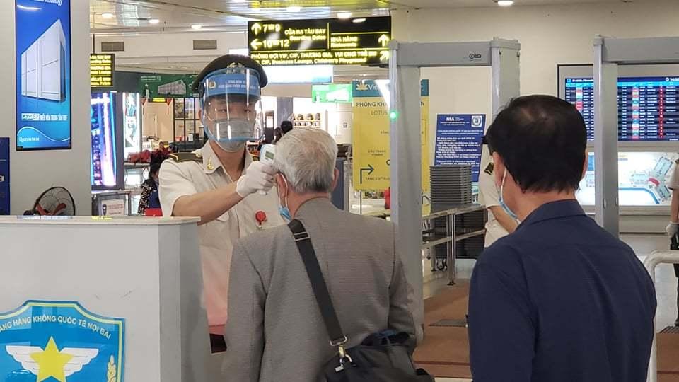 Hành khách ồ ạt huỷ vé máy bay ngày cận Tết