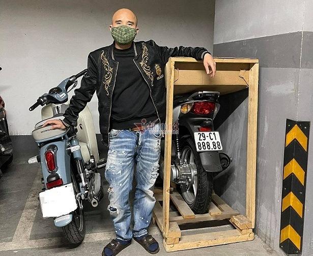 Dân chơi Hà Nội chi 900 triệu tậu Honda SH biển ngũ quý 8
