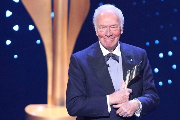 Huyền thoại Hollywood qua đời ở tuổi 92