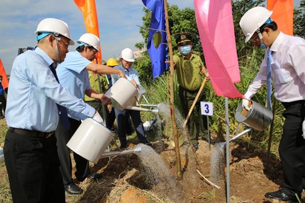Nippon Paint Việt Nam góp sức trồng 10 triệu cây xanh ở Bến Tre