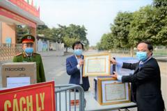 Hiệu trưởng Tiểu học Xuân Phương được tặng Giấy khen
