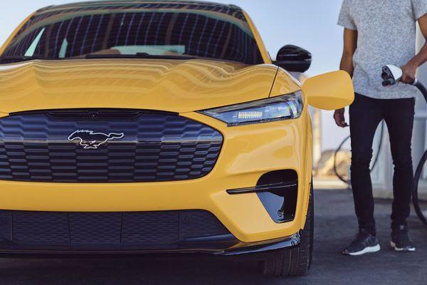 Ford 'ném' vào tương lai gần 30 tỷ đô la